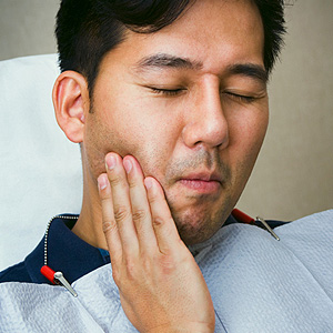 man-tooth-pain-300.jpg
