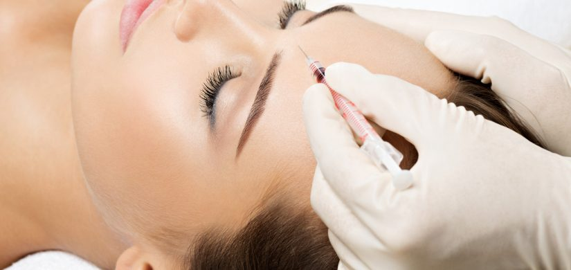 woman-getting-cosmetic-botox-injection-in-FDEH5NC